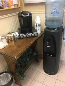 Coffee and Water Bar res